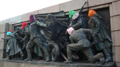 Maskiertes Denkmal für die Rote Armee in Sofia