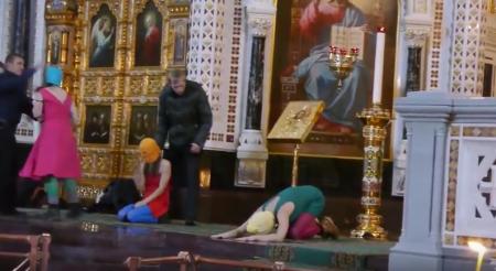 """youtube.com - Screenshot von Pussy Riots """"Punk-Gebet"""""""